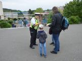 Příbramští policisté upozorňovali školáčky na správné přecházení silnice (4)
