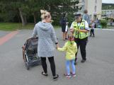 Příbramští policisté upozorňovali školáčky na správné přecházení silnice (1)