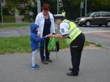 Příbramští policisté upozorňovali školáčky na správné přecházení silnice (14)