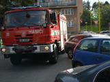 Tři metry k životu: Hasičům blokují průjezd špatně zaparkovaná auta (74)