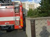 Tři metry k životu: Hasičům blokují průjezd špatně zaparkovaná auta (75)