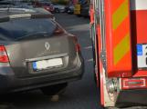 Tři metry k životu: Hasičům blokují průjezd špatně zaparkovaná auta (76)