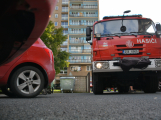 Tři metry k životu: Hasičům blokují průjezd špatně zaparkovaná auta (79)