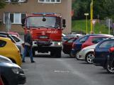 Tři metry k životu: Hasičům blokují průjezd špatně zaparkovaná auta (80)