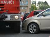 Tři metry k životu: Hasičům blokují průjezd špatně zaparkovaná auta (56)