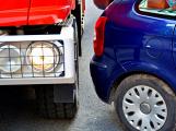 Tři metry k životu: Hasičům blokují průjezd špatně zaparkovaná auta (57)