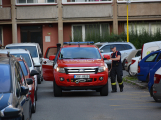Tři metry k životu: Hasičům blokují průjezd špatně zaparkovaná auta (61)