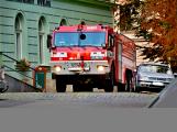 Tři metry k životu: Hasičům blokují průjezd špatně zaparkovaná auta (64)