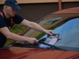 Tři metry k životu: Hasičům blokují průjezd špatně zaparkovaná auta (81)