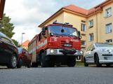 Tři metry k životu: Hasičům blokují průjezd špatně zaparkovaná auta (98)