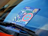 Tři metry k životu: Hasičům blokují průjezd špatně zaparkovaná auta (100)
