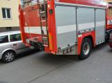 Tři metry k životu: Hasičům blokují průjezd špatně zaparkovaná auta (102)