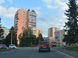 Tři metry k životu: Hasičům blokují průjezd špatně zaparkovaná auta (106)