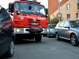 Tři metry k životu: Hasičům blokují průjezd špatně zaparkovaná auta (97)