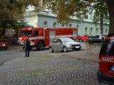 Tři metry k životu: Hasičům blokují průjezd špatně zaparkovaná auta (85)