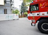 Tři metry k životu: Hasičům blokují průjezd špatně zaparkovaná auta (86)