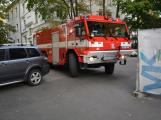 Tři metry k životu: Hasičům blokují průjezd špatně zaparkovaná auta (87)