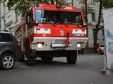 Tři metry k životu: Hasičům blokují průjezd špatně zaparkovaná auta (90)