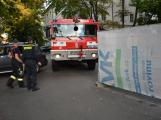 Tři metry k životu: Hasičům blokují průjezd špatně zaparkovaná auta (91)