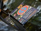 Tři metry k životu: Hasičům blokují průjezd špatně zaparkovaná auta (92)