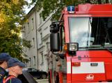 Tři metry k životu: Hasičům blokují průjezd špatně zaparkovaná auta (94)