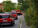 Tři metry k životu: Hasičům blokují průjezd špatně zaparkovaná auta ()