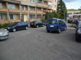 Tři metry k životu: Hasičům blokují průjezd špatně zaparkovaná auta (12)