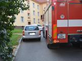 Tři metry k životu: Hasičům blokují průjezd špatně zaparkovaná auta (2)