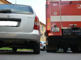 Tři metry k životu: Hasičům blokují průjezd špatně zaparkovaná auta (5)