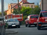 Tři metry k životu: Hasičům blokují průjezd špatně zaparkovaná auta (50)