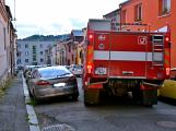 Tři metry k životu: Hasičům blokují průjezd špatně zaparkovaná auta (42)