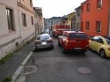 Tři metry k životu: Hasičům blokují průjezd špatně zaparkovaná auta (41)