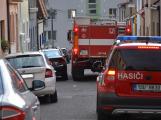 Tři metry k životu: Hasičům blokují průjezd špatně zaparkovaná auta (40)