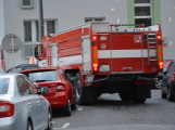 Tři metry k životu: Hasičům blokují průjezd špatně zaparkovaná auta (30)