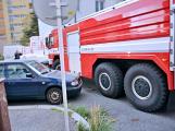 Tři metry k životu: Hasičům blokují průjezd špatně zaparkovaná auta (31)