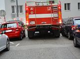 Tři metry k životu: Hasičům blokují průjezd špatně zaparkovaná auta (39)