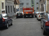 Tři metry k životu: Hasičům blokují průjezd špatně zaparkovaná auta (54)