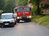 Tři metry k životu: Hasičům blokují průjezd špatně zaparkovaná auta (111)