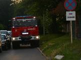 Tři metry k životu: Hasičům blokují průjezd špatně zaparkovaná auta (112)