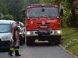 Tři metry k životu: Hasičům blokují průjezd špatně zaparkovaná auta (113)