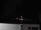 Rodinný dům zachvátily plameny, desítky hasičů bojovaly s ohněm ()