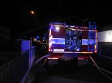Rodinný dům zachvátily plameny, desítky hasičů bojovaly s ohněm (8)