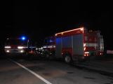 Rodinný dům zachvátily plameny, desítky hasičů bojovaly s ohněm (2)