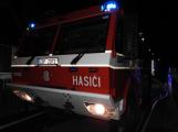 Rodinný dům zachvátily plameny, desítky hasičů bojovaly s ohněm (1)