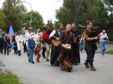Svatohorská Šalmaj: Den plný hudby, tanců, loutek a šermu (6)
