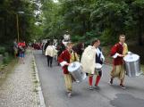 Svatohorská Šalmaj: Den plný hudby, tanců, loutek a šermu (8)