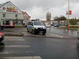 Nehoda na kruhovém objezdu u Obory komplikuje dopravu v okolí (1)