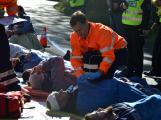 Cvičení záchranných složek: Na Příbramsku havaroval autobus s vězni, dva utekli (14)