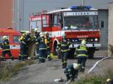 Složky IZS procvičovaly zásah u požáru s výskytem nebezpečné látky (101)