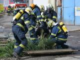 Složky IZS procvičovaly zásah u požáru s výskytem nebezpečné látky (107)